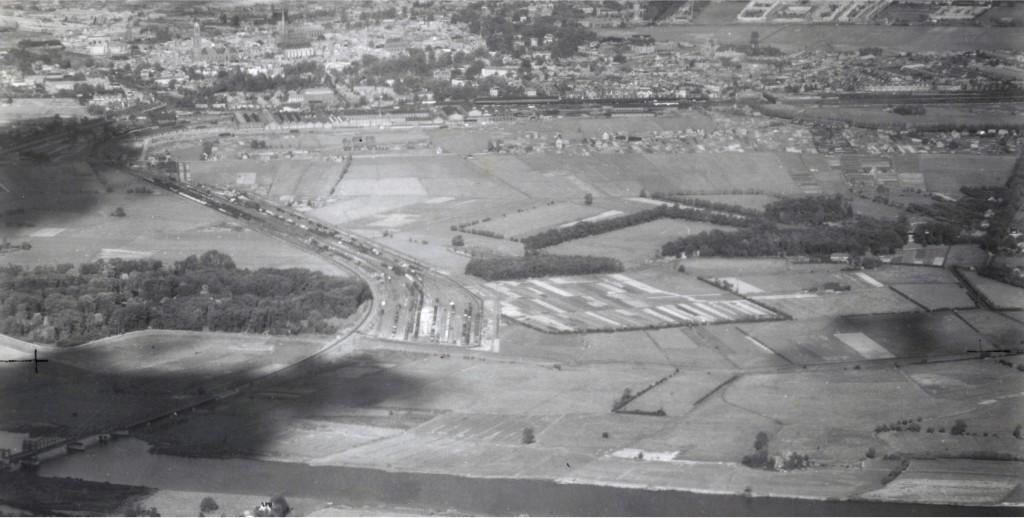 WOII luchtfoto van spoor en station Zwolle. Bron: Dotka beeldbank