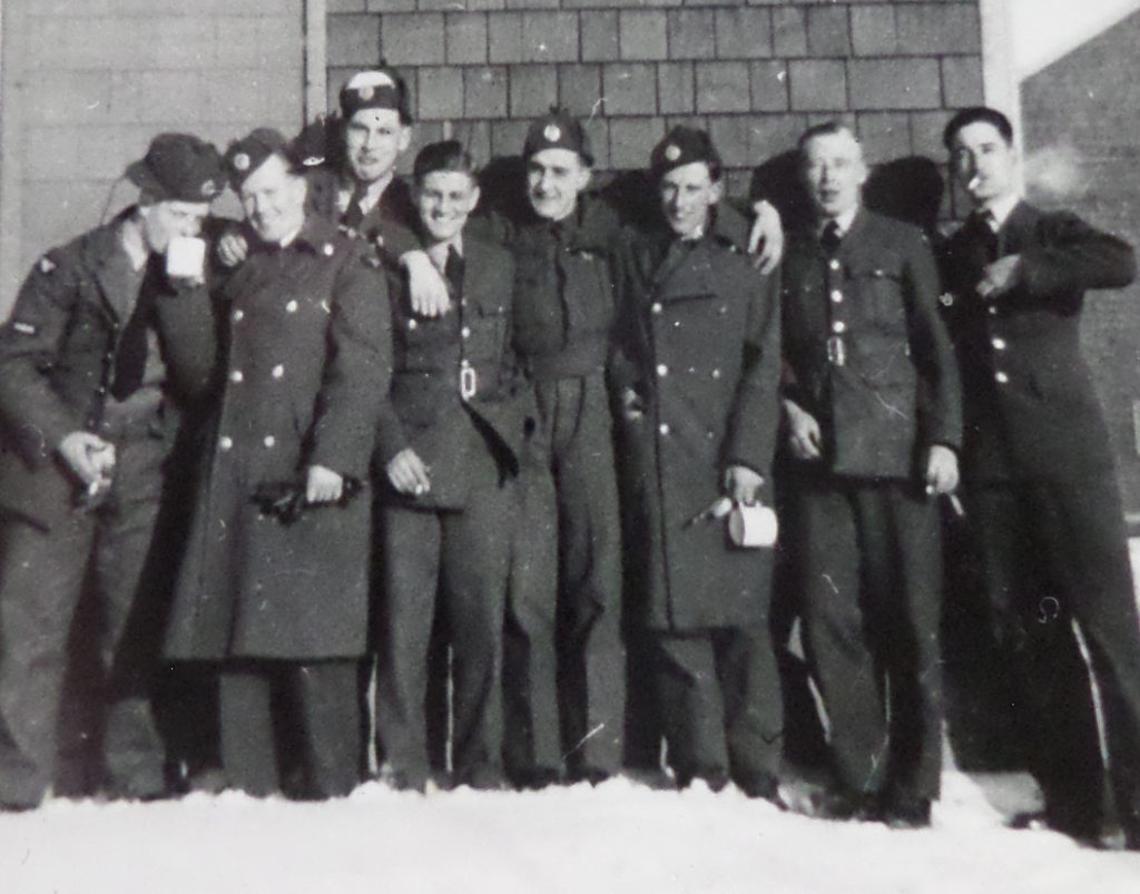 25 december 1942, lol in Assiniboia, Saskatchewan (Canada), Ken 2e van links (eigendom: K.J.H. Nichol, collectie: W. Ogier, Budel)